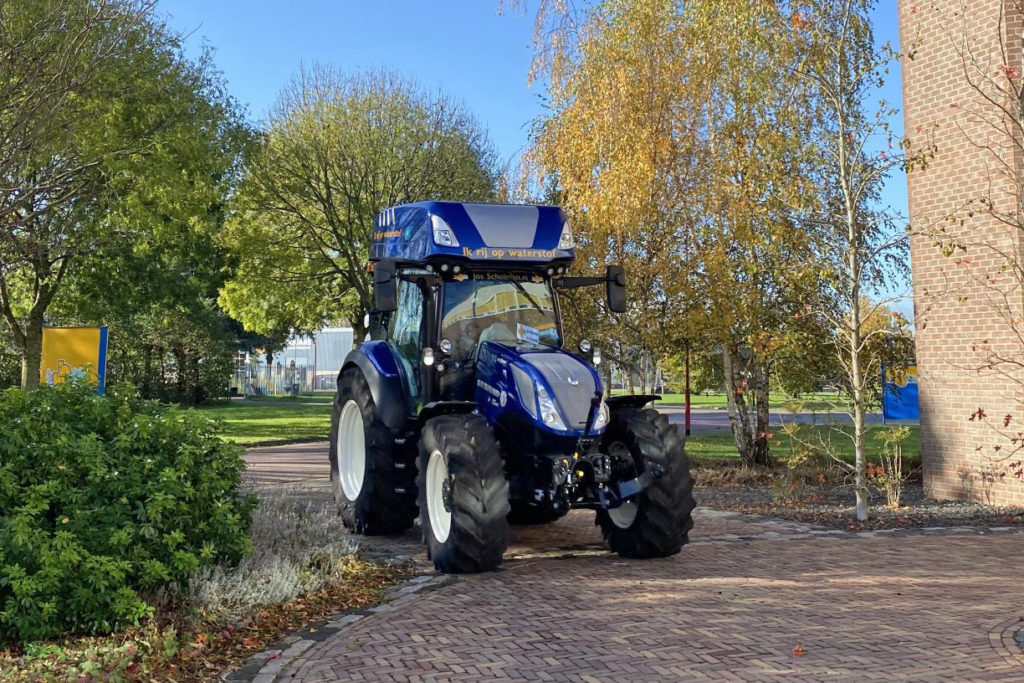 New Holland diesel and Hydrogen tractor
