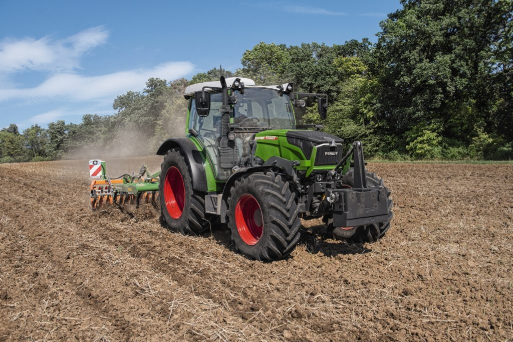 Fendt with implement