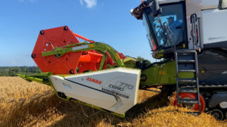 Harvesting gluten free oats for Glanbia with Claas and Valtra