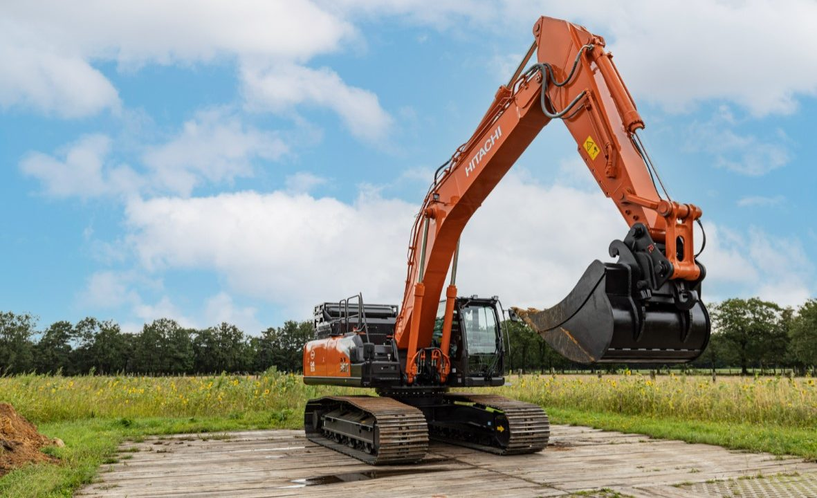 Hydrogen-powered dual-fuel excavator unveiled