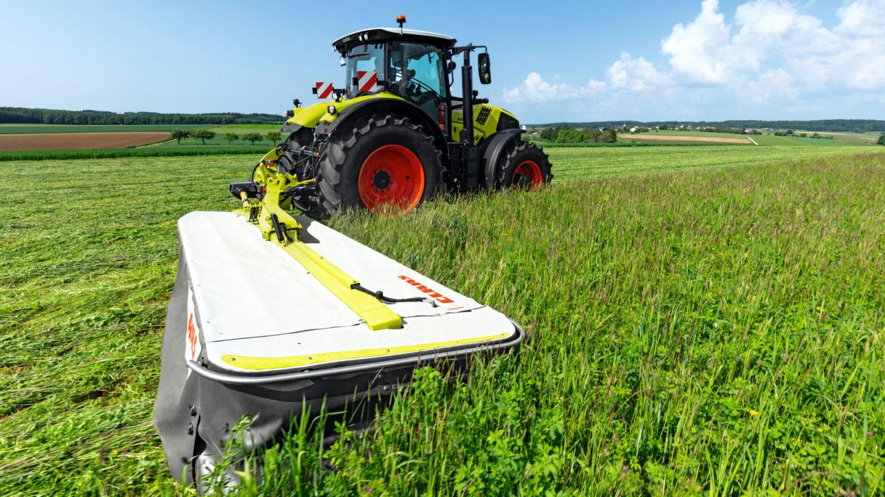 Class 4-metre mower extends mounting options