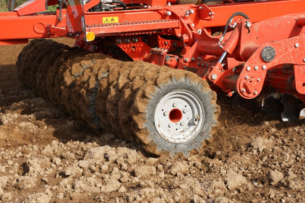 Levelling wheels on Kuhn espro drill